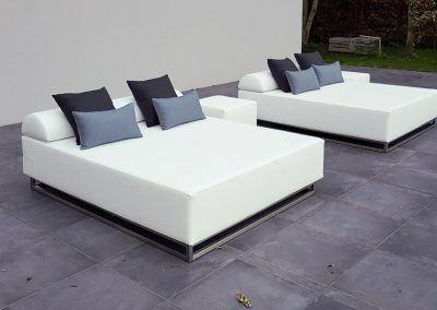 Lounge-Liegen auf der Terrasse